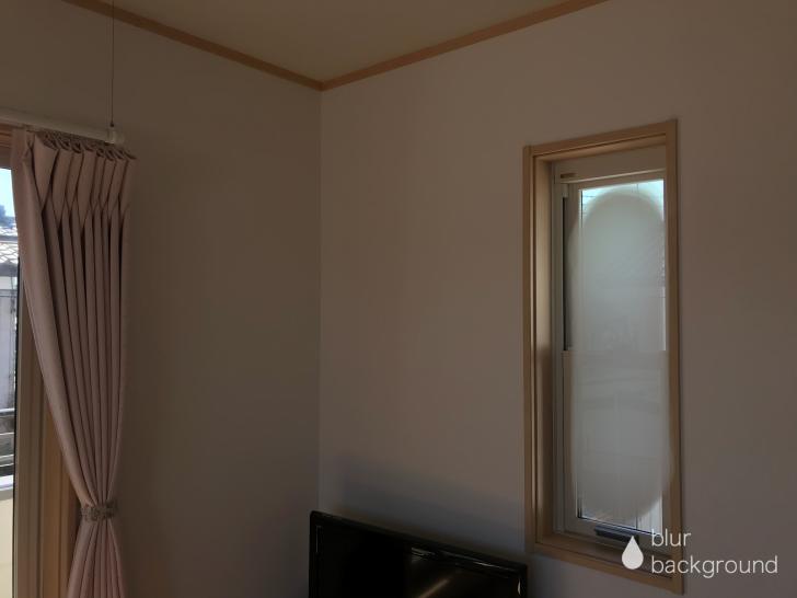 寝室の西側の小窓