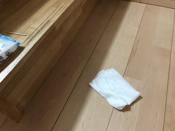 床はウエットシートで拭く