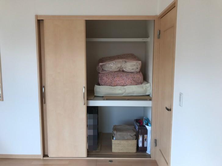 寝室の押し入れクローゼット右側