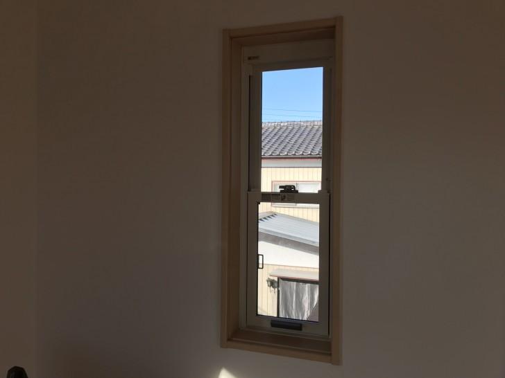 寝室西側の窓