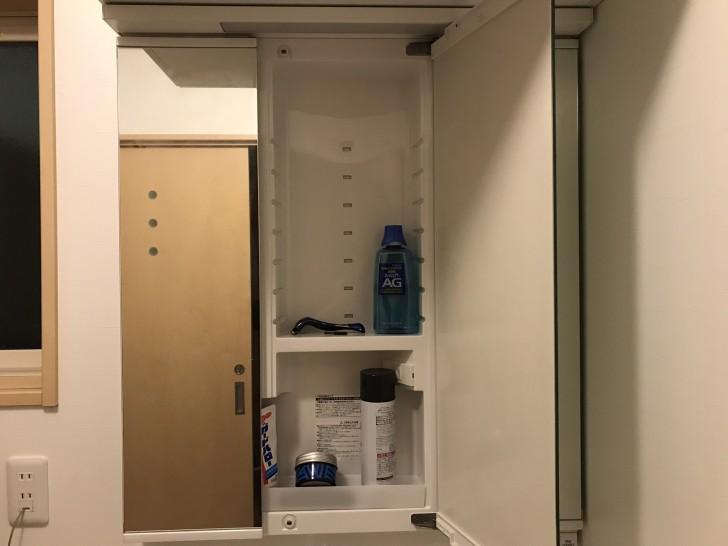 洗面台の鏡の裏収納2