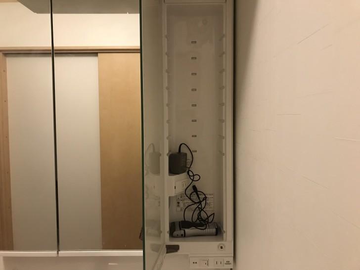 洗面台の鏡の裏収納3